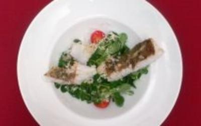Feldsalat mit Kartoffel-Meerrettich-Dressing und gebratenem Zander - Rezept