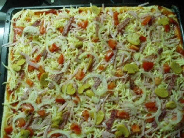 Pizza - für ein Backblech - Rezept