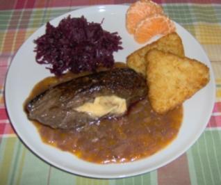 Hirschsteak mit Camembert gefüllt und Mandel-Traubensauce - Rezept