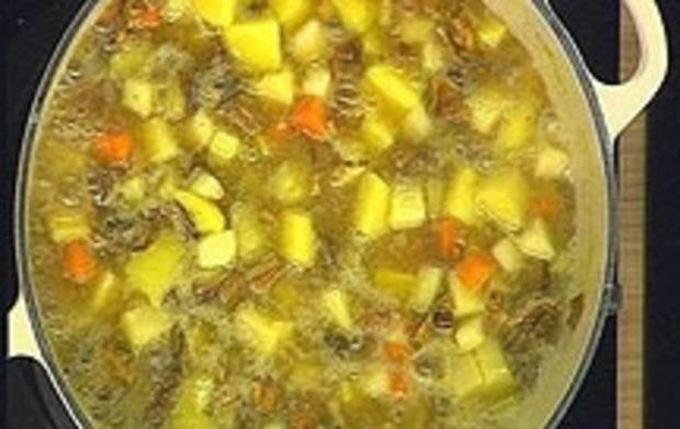 Klare Kartoffelsuppe mit Steinpilzen - Rezept