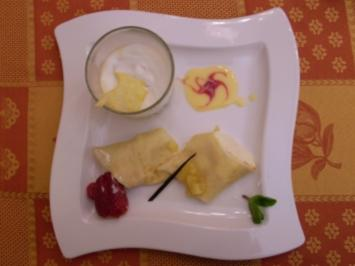 Gerührter Wiener Eiskaffee dazu Topfenpalatschinken - Rezept