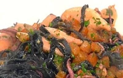 Schwarze Pasta mit Calamaretti - Rezept