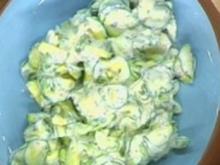 Marinierte Zucchini mit Joghurtdressing - Rezept