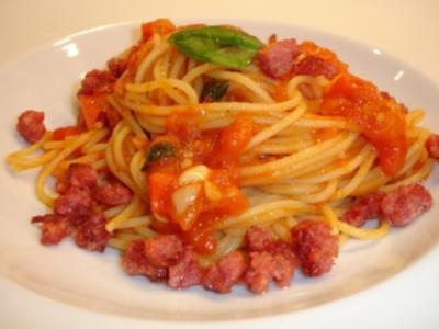 Pasta mit Tomaten und Salsiccia - Rezept