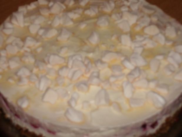 Schneeflocken-Torte mit Kirschen - Rezept
