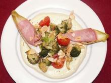 Brokkolisalat mit gefülltem Chicorée auf Avocadosoße - Rezept