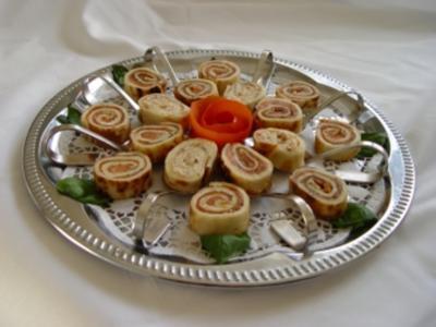 Kalte Platten : Crepe`s gefüllt mit Forellen- und Lachsmus - Rezept