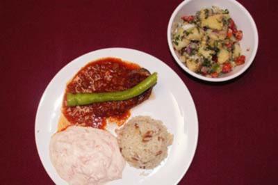 Gefüllte Aubergine, Knoblauchjoghurt mit Möhren, Kartoffelsalat, Reis - Rezept