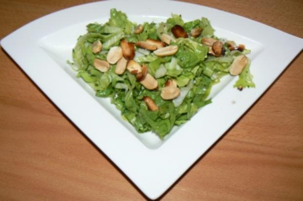 Endiviensalat mit gerösteten Erdnüssen - Rezept