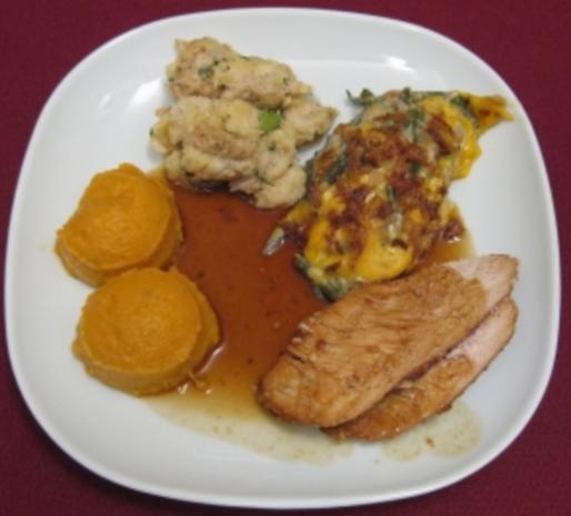 Truthahn - Cranberry Turkey with green bean casserole and sweet potato mash - Rezept