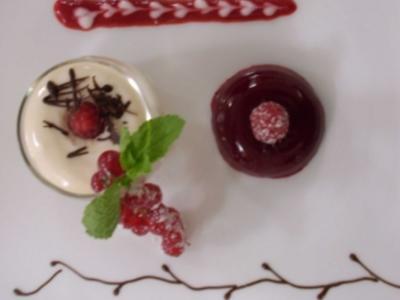 Joghurtcreme mit Himbeer-Götterspeise - Rezept