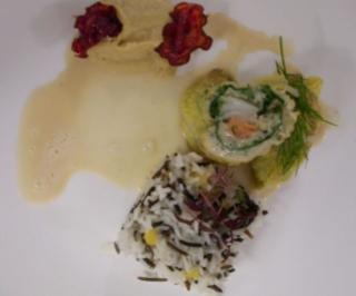 Wirsingroulade mit Lachs und Kabeljau auf Wildreis an Wirsingpüree - Rezept