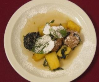 Karamellisierte Minz-Ananas mit Kokosreisbällchen - Rezept