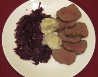 Hirschroastbeef mit Rotkraut und Kartoffelklößchen nach schwäbischem Rezept - Rezept