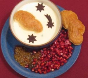 Macadamia-Panna-Cotta-Mond auf Blätterteigwolken - Rezept