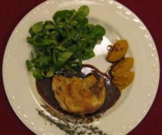Perlhuhnbrüstchen mit Salatbouquet an Maronen-Kürbiscreme - Rezept