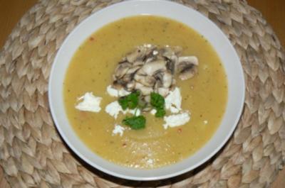 Kartoffelsuppe mit gebratenen Champignons und Fetakäse - Rezept