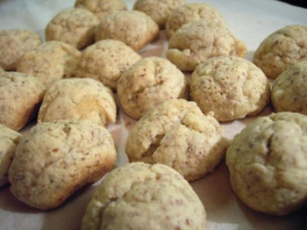 Plätzchen: Schnelle Marzipan-Knöpfe - Rezept