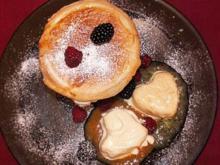 Pfirsich mit Vanille in Blätterteig mit weißer Mousse und Pfirsichparfait - Rezept