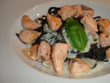 Tintenfisch-Tagliolini mit Lachs und Gorgonzolasauce - Rezept