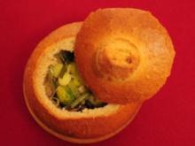 Gemüsesuppe im Brot (Nicki) - Rezept