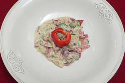 Tunfischsalat mit roter Paprika, Kapern und Zwiebeln - Rezept