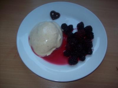 Zimtparfait mit Brombeeren - Rezept
