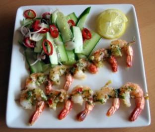Chili-Garnelenspieße mit Ajaad-Salat - Rezept