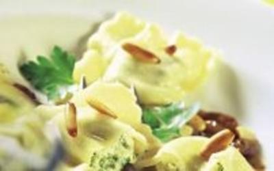 Pasta: Steinpilzravioli in Butter mit Pinienkernen - Rezept