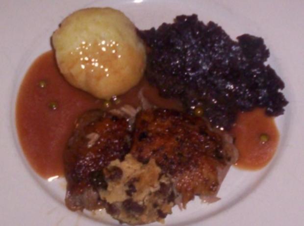 Ente aus dem Ofen, gefüllt mit Rumrosinen und Marzipan - Rezept