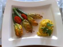 Gefüllte Zucchiniblüten mit Safranreis - Rezept