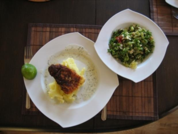 gebratenes Victoriaseebarschfilet mit Kartoffelmus und buntem Salat - Rezept