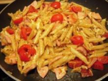 Nudelpfanne mit Fleischwurst, Tomaten und Gorgonzola - Rezept