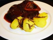 Rinderbeinscheiben in Rotweinsauce - Rezept