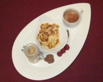 Finnische Pflaumencreme-Crêpes und heiße Schokolade mit Pfiff - Rezept