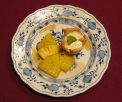 Karamellisierte Ananas mit Rumcreme - Rezept
