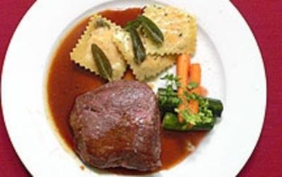 Beefsteak mit Süßkartoffel-Raviol und Baby-Gemüse - Mr Beef meets Miss Baby - Rezept