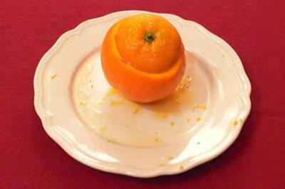 Citrus-Safransorbet in Navelorangen an Orangenlikör-Champagner-Frappé - Rezept