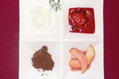 Rezept: Prosecco-Eis mit Vanillezwetschgen und Pfirsichkompott