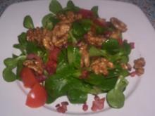 Feldsalat mit Speckwürfel und karamelisierten Walnusskernen - Rezept
