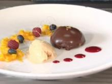 Schokolade mit Creme brulee, Passionsfrucht Chutney und Karamell-Eis (Jochen Bendel) - Rezept
