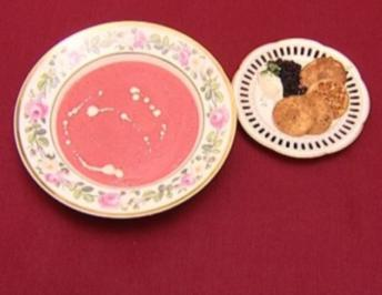 Russische Blini mit Kaviar und Crème fraîche dazu Soupe Ravière - Rezept