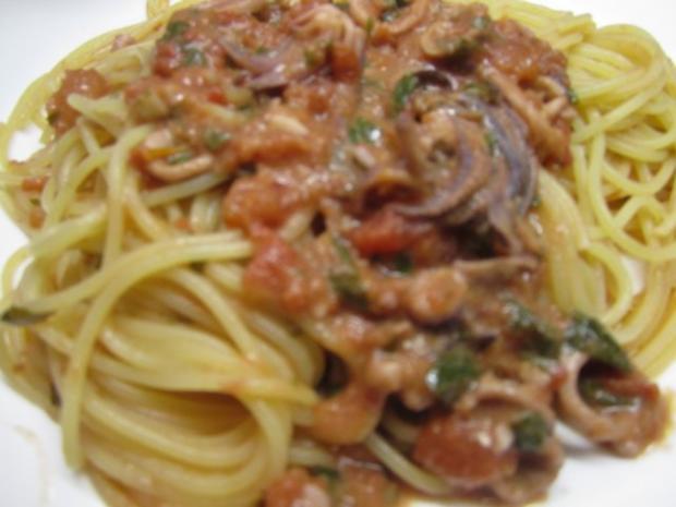 Spaghettini mit frischen Tintenfischen - Rezept - Bild Nr. 2