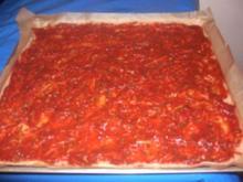 Pizza vom Blech (Vollkornteig) - Rezept