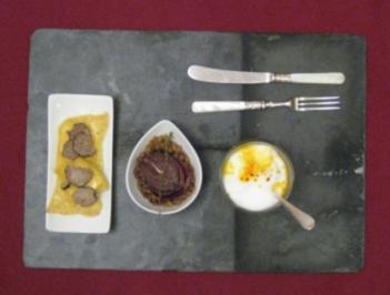 Kürbissüppchen, Ravioli mit Ziegenfrischkäse u. Rotwein-Zwiebeln an Balsamicolinsen - Rezept