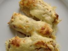 Eierkuchen gefüllt mit Büsumer Krabbenragout und Käse überbacken - Rezept