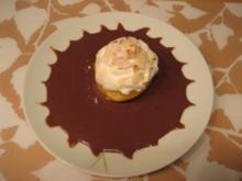 Überbackene Pfirsiche mit Baiser-Haube und Schokosauce - Rezept