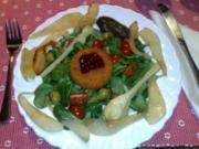 Back-Camembert auf Feldsalat mit glasierten Birnenspalten - Rezept
