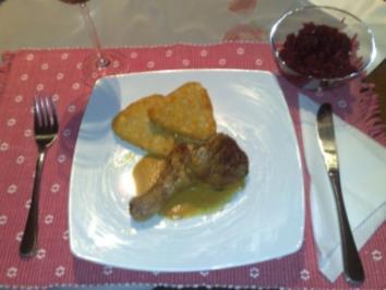 Hähnchenteile auf Sherry-Gemüse-Sauce, Kartoffelplätzchen und Rote Bete - Rezept