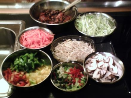 buntes Wok-Gemüse mit Putenstreifen und chin. Nudeln - Rezept